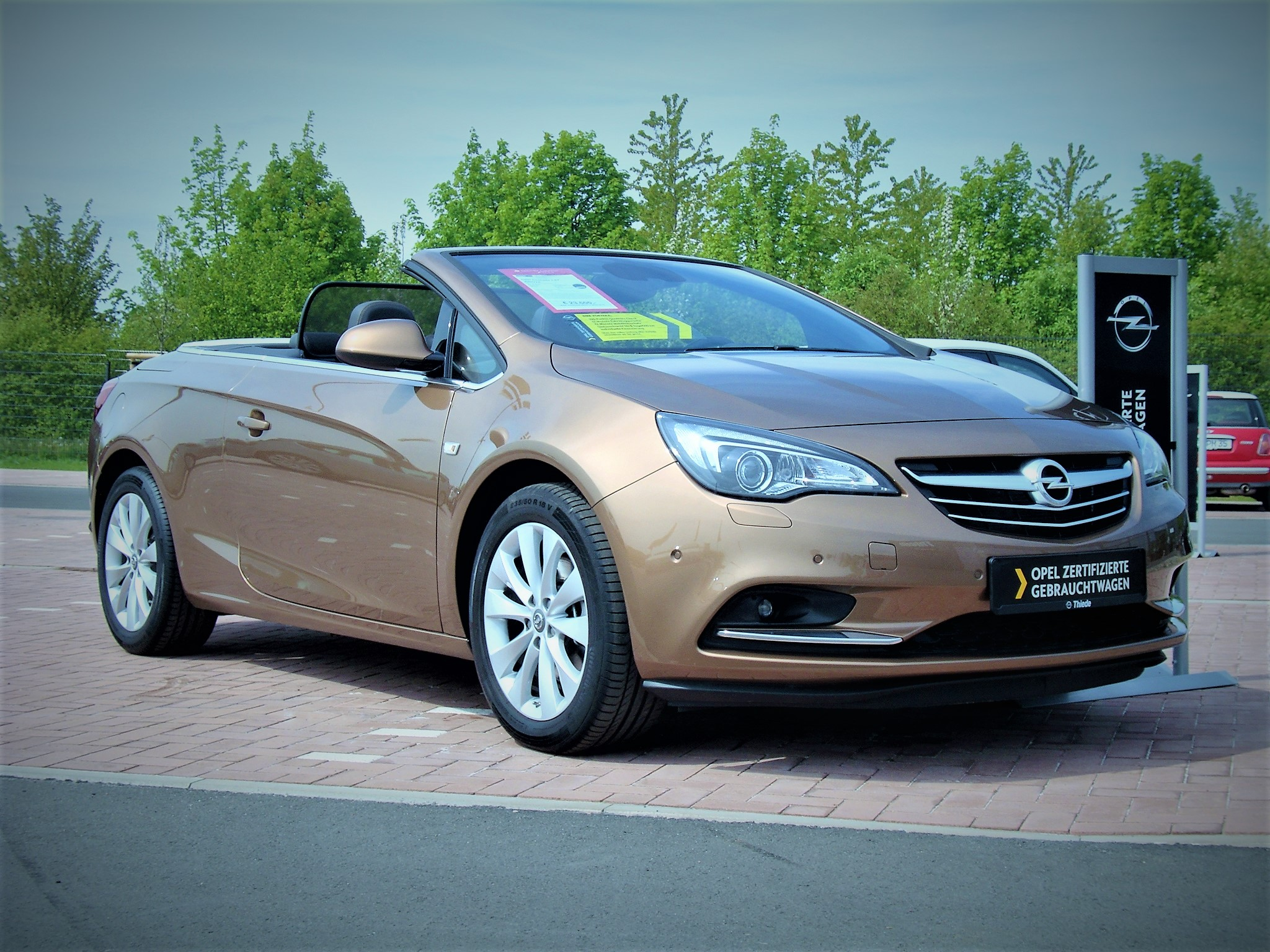 opel cascada cabrio jahreswagen auto express. Black Bedroom Furniture Sets. Home Design Ideas